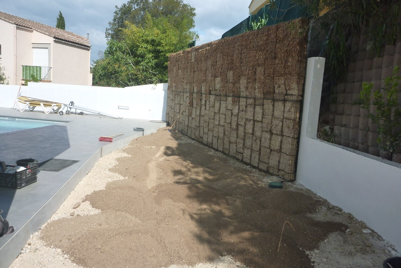 Mur v g tal vivaces m diterran ennes for Entretien jardin frontignan